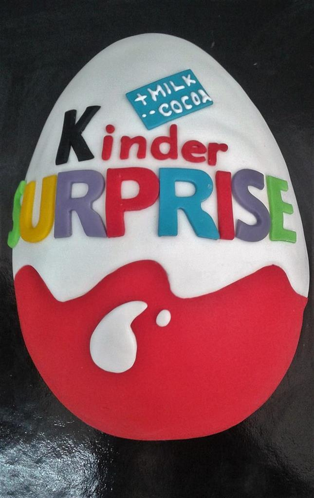Tort tematic Kinder Surprise